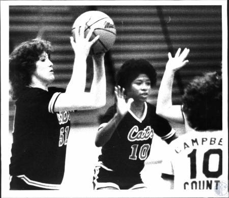 Image: di54535 - Girl's High School Basketball (looks like Newport vs Campbell County)