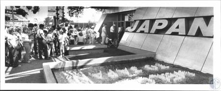Image: di55837 - Waiting to enter the Japanese Pavillion�World's Fair