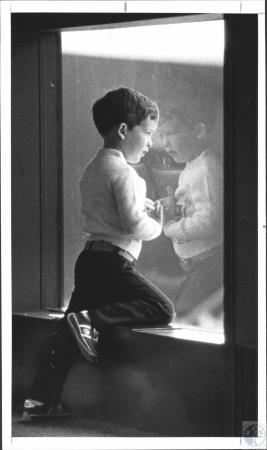 Image: di57642 - Kevin Carr (4) watching his dad's plane leave terminal C on business tripp