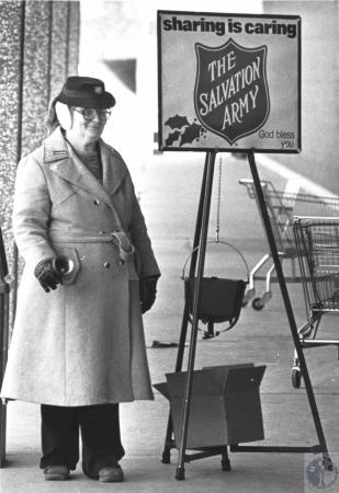 Image: di57820 - Salvation Army bell ringer