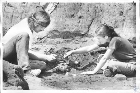 Image: di58563 - Mark Wagner (21), Deann Brugge (21), Northern Kentucky State College students at dig on Dr. McElhinney's....