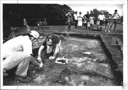 Image: di58584 - Dick Boisvert (31), Lexington, field director of the dig Harry Millard (36), Lexington, keep on diggin....