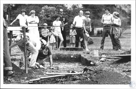 Image: di58585 - Dick Boisvert (31), Lexington, field director of the dig Harry Millard (36), Lexington, keep on diggin....