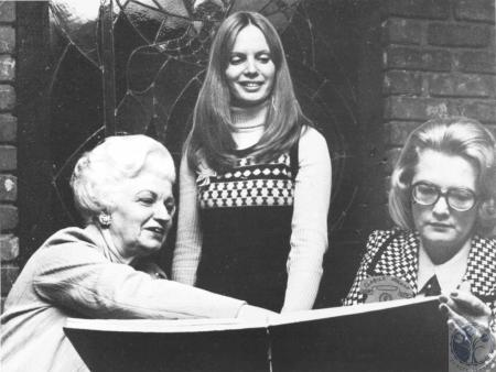 Image: di59028 - Mary Williams, Dolly Kohls, Clarice Norman
