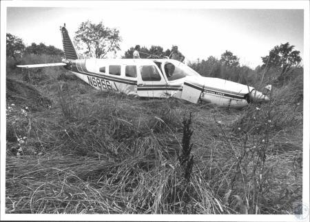 Image: di61687 - Small plane wreck