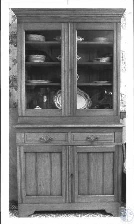 Image: di62453 - Oak kitchen safe (1890-1910) in kitchen of Jeff Nehring