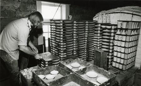 Image: di69095 - Pottery being stacked to be put in kiln.