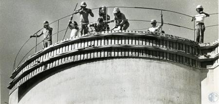 Image: di69934 - Davco Corp. workers working on Landmark Grain Company Terminal, workers unidentified