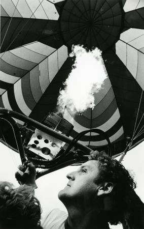 Image: di71594 - Unknown firing up air for balloon