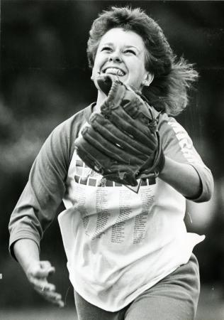 Image: di71761 - Unknown female running to catch fly ball.