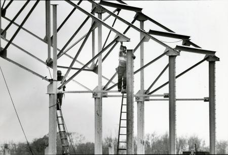 Image: di71771 - Unknown workers installing metal girders