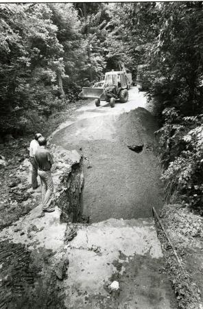 Image: di71908 - Unknown construction site or sink hole being filled