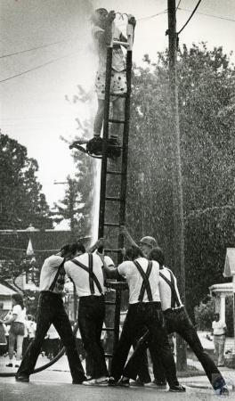 Image: di72290 - Unknown construction crew installing footer for building
