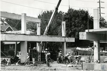 Image: di73165 - Unidentified laborers at construction site (bridge?)