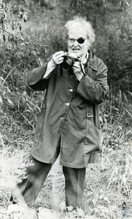 Image: di73630 - Unidentified woman taking photo.