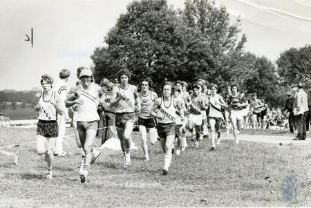 Image: di75196 - Group of unknown cross country runners from various high schools