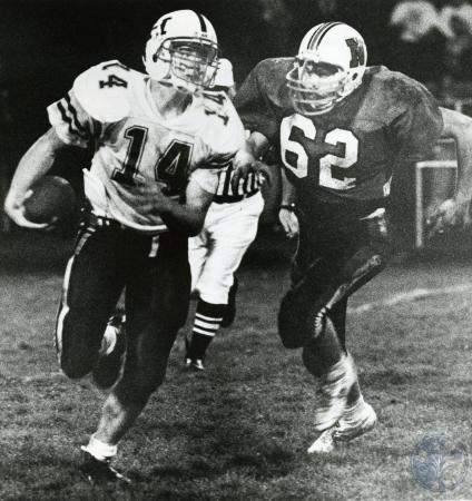 Image: di76167 - Unidentified players of Highlands High School and Newport (dark jersey) high school