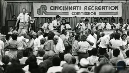 Image: di78447 - Stan Piates and his band play on Fountain Square. Stan is standing on left.
