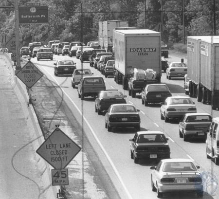 Image: di80882 - Southbound traffic on I-75 grinds to a near stop during rush hour traffic.