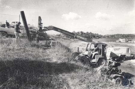 Image: di81036 - Williamstown Lake - moving pump Don Blanton, Lexington, directs David Mullins operating high loader,....