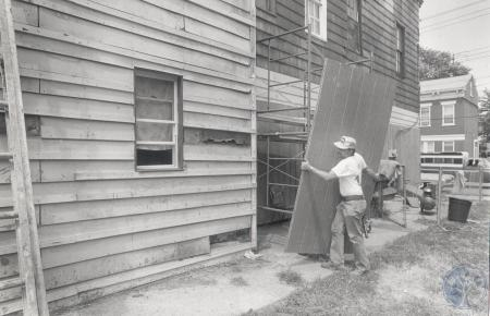 Image: di83069 - Unidentified working on building