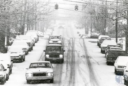 Image: di83129 - Traffic slows going south on Scott Blvd.