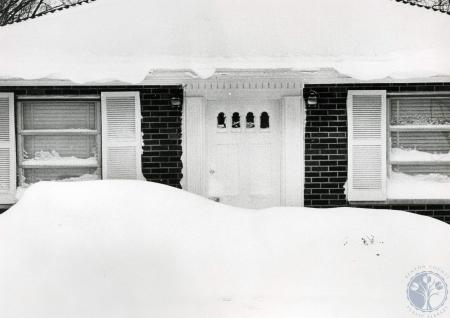 Image: di83170 - Snow has drifted up to the door knob of this home on S. Ft. Thomas Ave.