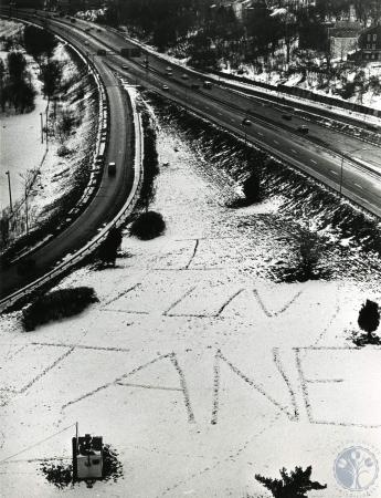 Image: di83171 - Someone wrote by shuffling feet in the snow I Luv Jane inbetween the I-75 ramp and I-75 at 5th Street,....