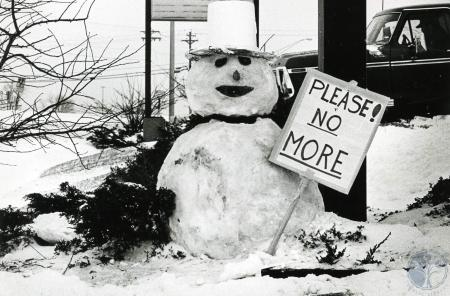 Image: di83173 - Snowman at Hardee's on Mall Road in Florence has sign that said,