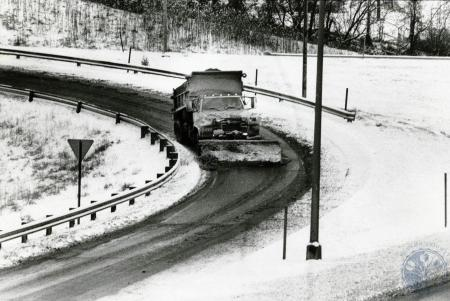 Image: di83185 - State snow plow at I-75 and Dixie Highway.