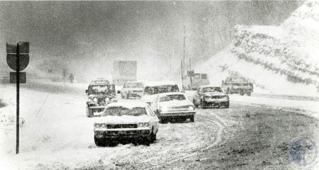 Image: di83188 - Traffic attempting to get up Taylor Mill Road in a snowstorm.