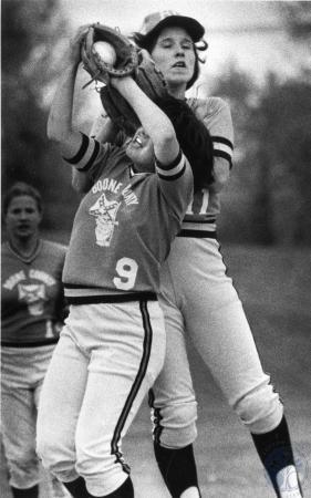 Image: di84066 - Boone County High School softball players.