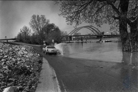 Image: di85316 - Ohio River overflows it's banks.