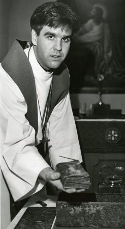 Image: di90532 - Pastor Jeffrey K. Irwin of Prince of Peace Lutheran Church, Bellevue, opened 100 year old tim capsule....
