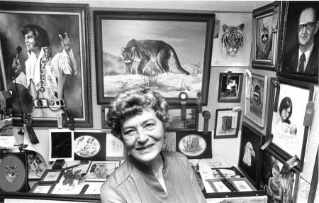 Image: di90687 - Anneliese Wahrenburg at open house she held, featuring 35 of Robby William's paintings. He died in Simon....