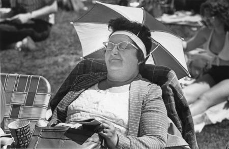 Image: di91361 - Anna LaFollette in Indianapolies, Indiana, sports a umbrella hat to keep sun away from her face at the....