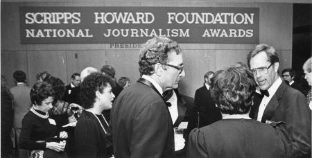 Image: di91735 - Scripps Howard columnists huddle together at the National Journalism Awards in 1985. The Scripps Howard....