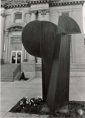 Image: di95616 - Sculpture in front of Carnegie Arts Center