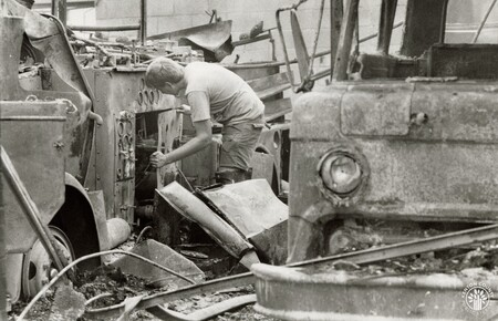 Image: di95983 - Jim Bell, Southern Campbell County fireman, removes salvageable parts from destroyed American La France....