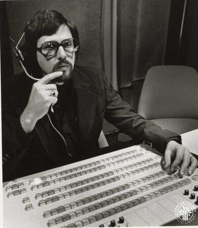 Image: di96216 - Russ Farmer, Director of KY Journal in control room.