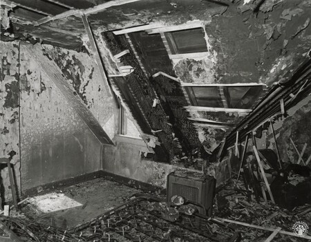 Image: di96272 - Aftermath of a fire - location unidentified