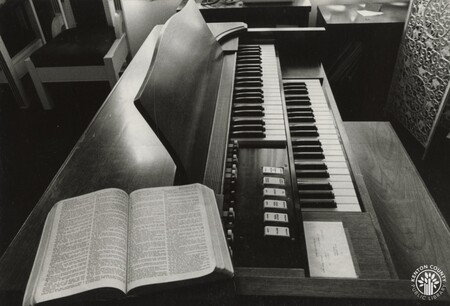 Image: di96649 - Piano at Old Booth Hospital