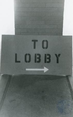 Image: ste001044017 - Sign pointing to the lobby