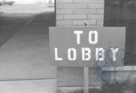 Image: ste001048036a - To lobby sign during construction.