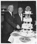 di10575 - Dr. James Kelly cuts cake