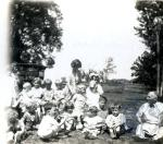 di49547 - Unidentified children in a field