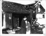 di52558 - John Mercer and wife Clara at scene of house ...