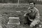 di94130 - Tom Duncan in pet cemetery that he owns in ...