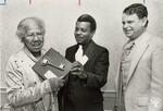 di95395 - George Jones presented key to city to Jamie ...